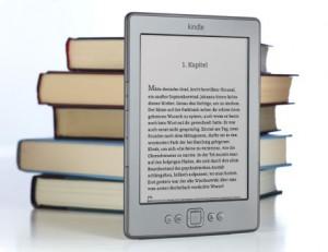 Kindle der vierten Generation: kaum größer als ein Taschenbuch (Bild: Amazon)