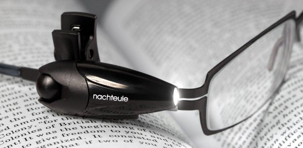 Nachteule - Leselampe an der Brille (Bild: Nachteule/Amazon)