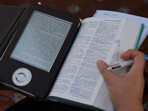 Wieviel kostet ein Buch in der Herstellung. Wie sehen die Unterschiede zwischen Print und Digital aus? (Bild: teclasorg / flickr)