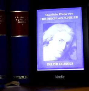Kindle Paperwhite in Bücherregal